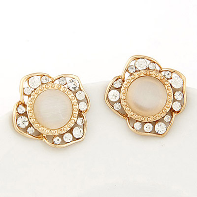 Celebrity White Diamond Decorated Flower Design Alloy Stud Earrings
