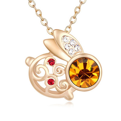 Peterbilt Yellow & Champagne Gold Diamond Decorated Rabbit Shape Pendant Design Alloy Crystal Necklaces