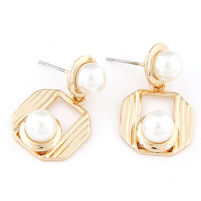 High Quali Gold Color Pearl Decorated Simple Design Alloy Stud Earrings
