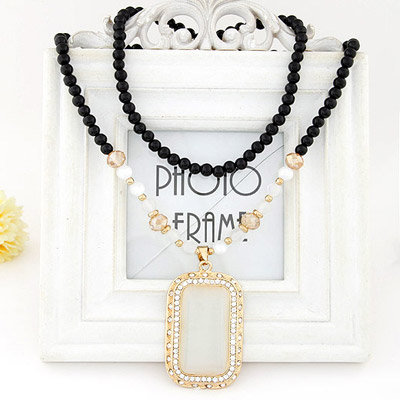 Faux Gold Color Diamond Decorated Rectangular Pendant Design Alloy Beaded Necklaces
