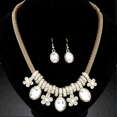Christenin White Diamond Decorated Flower Pendant Design Alloy Jewelry Sets