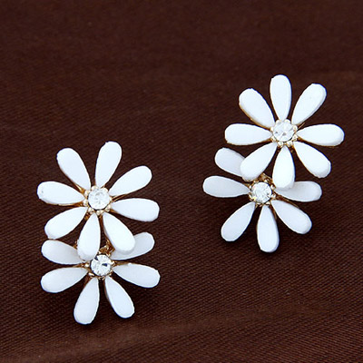 Bulk White Diamond Decorated Flower Simple Design Alloy Stud Earrings