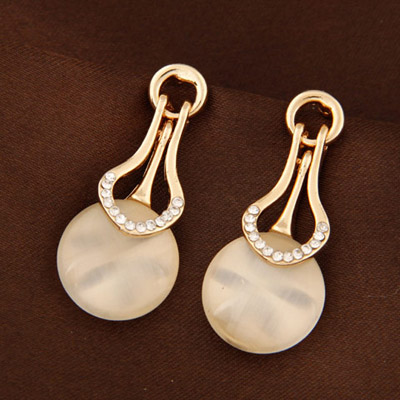 Latest Beige Diamond Decorated Round Shape Design Alloy Stud Earrings
