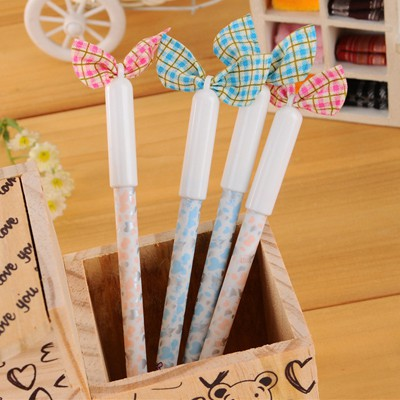 Shining Color Will Be Random Bowknot Decorated Floral Pattern Plastic Writing Pens
