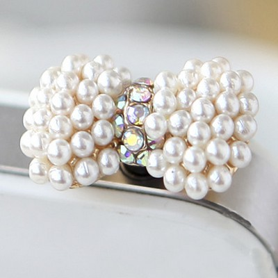 Fresh white pearl decorated bowknot design