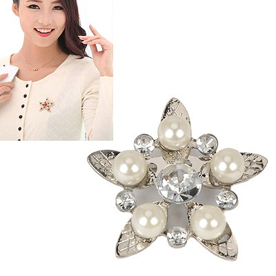 Cheap silver color diamond decorated star shape design alloy Korean Brooches