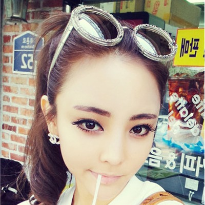 Asian transparent white round frame hollow out flower design resin Women Sunglasses