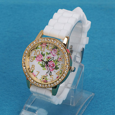 Discount white diamond decorated rose pattern design alloy Ladies Watches