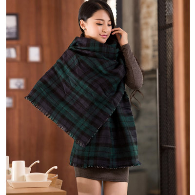 Reflective Dark Green Grid Pattern Decorated Simple Design Woolen knitting Wool Scaves