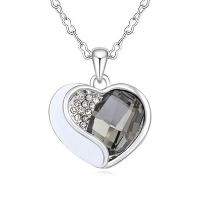 Hiking Black Heart Shape With Diamond Design Austrian Crystal Crystal Necklaces