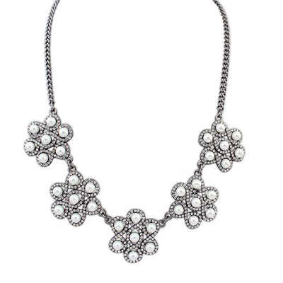 Snowboardi White Diamond Pearl Flower Decorated Alloy Bib Necklaces