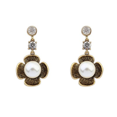 Scrapbooki Antique Gold Four-Leaf Clover Pearl Design Alloy Stud Earrings