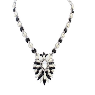 Rugged Black And White Multilayer Petals Oval Shape Pendant Alloy Bib Necklaces