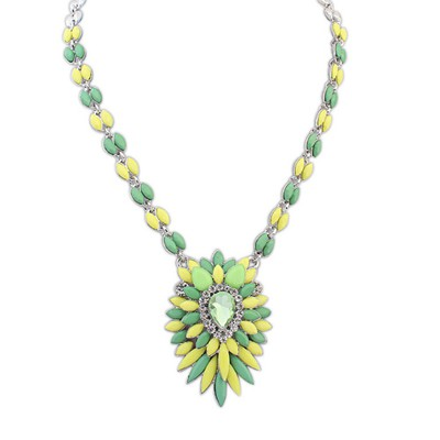 Natural Green Multilayer Petals Oval Shape Pendant Alloy Bib Necklaces