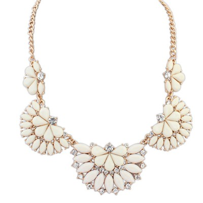 High Quali beige gemstone decorated Fan-shaped design alloy Bib Necklaces