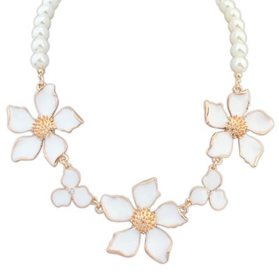 Kinetic white flower decorated pearl design alloy Bib Necklaces