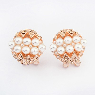 Bespoke white pearl decorated round shape design alloy Stud Earrings