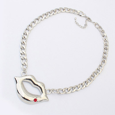 Lightest ancient silver & red diamond decorated lips pendant design alloy Bib Necklaces