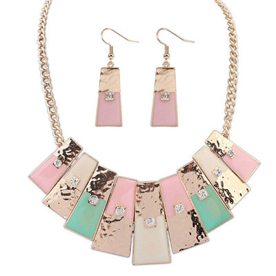 Photograph Pink Diamond Decorated Geometrical Shape Design Alloy Jewelry Sets