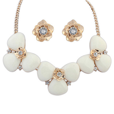 Pretty White Diamond Decorated Flower Design Alloy Jewelry Sets
