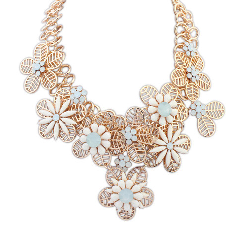Elegant White Hollow Out Flower Decorated Patchwork Design Simple Necklace