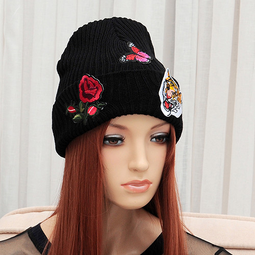 Elegant Black Rose Flower&tigger Pattern Decorated Pure Color Cap