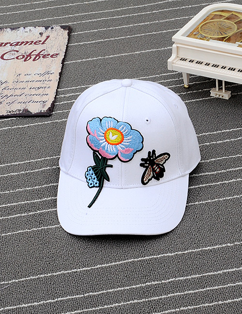 Trendy White Embroidery Flower&bee Decorated Simple Design Baseball Cap