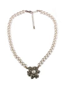Elegant Silver Color Flower Shape Decorated Necklace