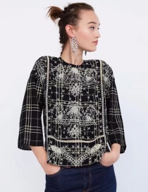 Elegant Black+white Embroidery Flower Shape Decorated Blouse