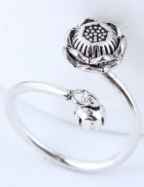 Vintage Silver Color Flower Shape Decorated Ring