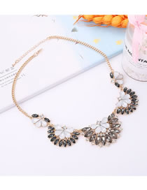 Elegant White+black Flower Shape Design Color Matching Necklace
