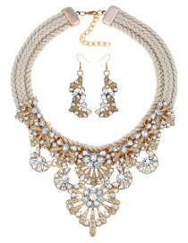 Fashion White Flower Shape Decorated Jewelry Set