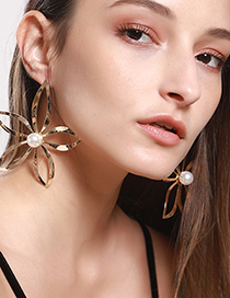 Fashion Gold Alloy Large Flower Inlaid Pearl Earrings