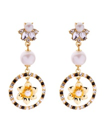 Fashion Gold Pearl-studded Flower Earrings