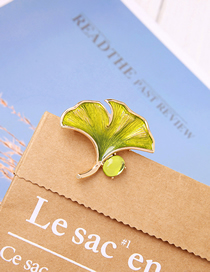 Fashion Green Drip Oil Ginkgo Leaves With Diamond Brooch