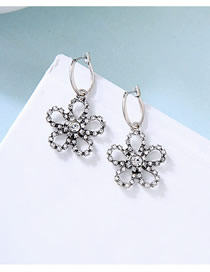 Fashion Silver Flower Hollow Diamond Stud Earrings