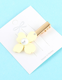 Fashion White Four-leaf Flower Hairpin