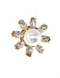 Fashion White Three-dimensional Daisy Crystal Flower Brooch