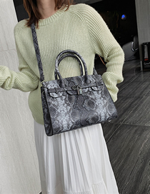 Fashion White With Black Serpentine Shoulder Crossbody Tote