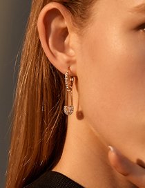 Fashion Kc Gold Gold-plated Copper Pierced Earrings With Diamond Brooch