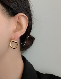 Fashion Golden Metal Threaded Croissant Slub Twist Earrings