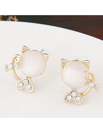 Sweet White Diamond Decorated Cat Shape Design