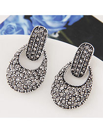 Fashion Silver Color Diamond Decorated Oval Shape Design Alloy Stud Earrings