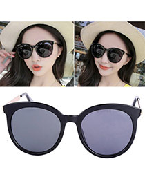 Temperamental Black Round Frame Simple Design Plastic Women Sunglasses