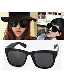 Fashion Black Square Frame Decorated Simple Design Plastic Women Sunglasses