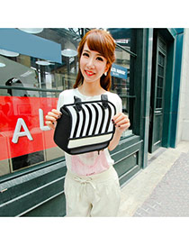 Vintage Black Stripe Decorated 3d Shape Design