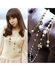 Sweet White Flower Decorated Multilayer Design