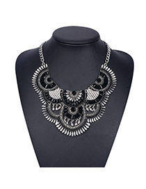 Bohemia Black Fan Shape Decorated Short Chain Design