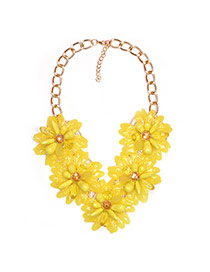 Fashion Yellow Five Sunflowers Decorated Short Chain Simple Necklace