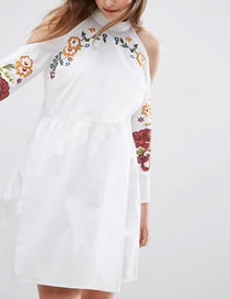 Fashion White Embroidery Flower Decorated Turtleneck Dress